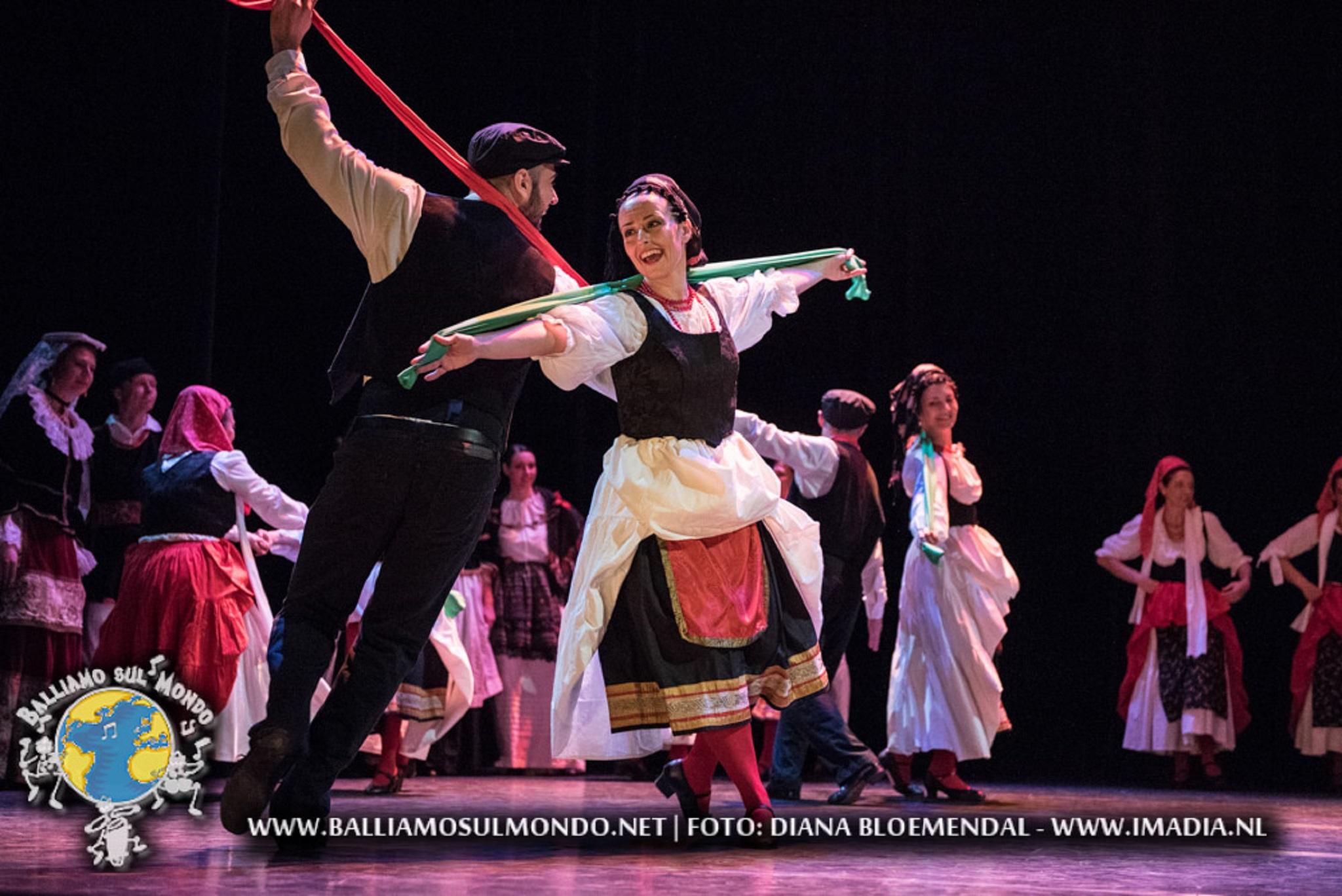 https://www.balliamosulmondo.net/corsi/danze-popolari-internazionali/