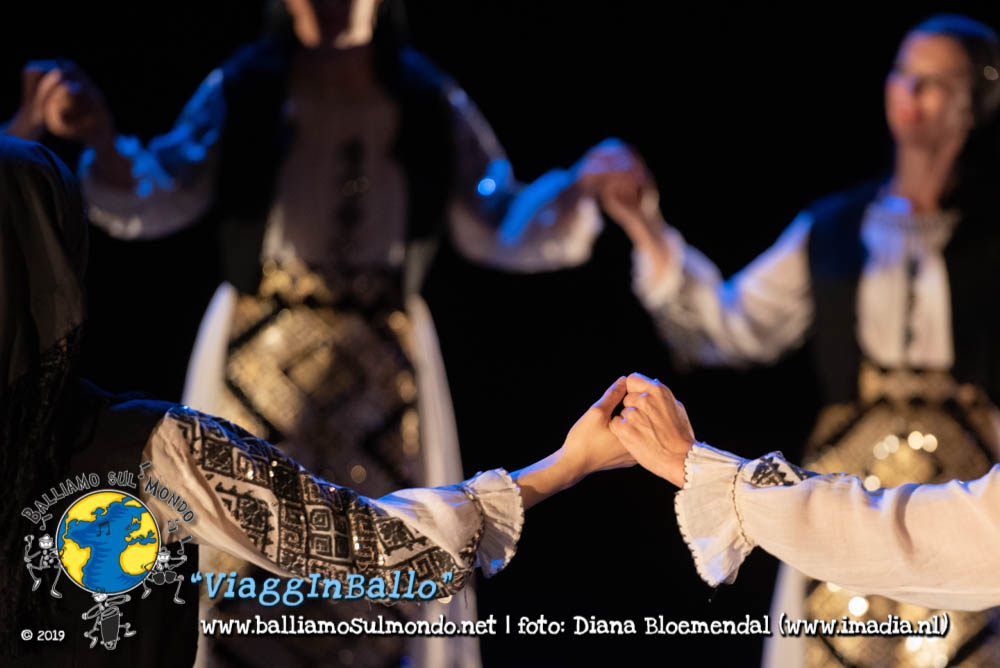 https://www.balliamosulmondo.net/corsi/danze-da-tutto-il-mondo-intermedi/